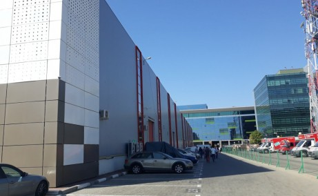 Hala Pipera inchiriere spatiu depozitare Bucuresti nord vedere parcare