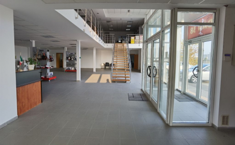 Spatiu de inchiriat Bucuresti, zona Otopeni, showroom, poza intrare